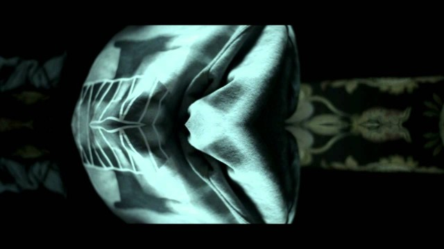 Shvkxir – Bxvtifvll ft. Dez Hill